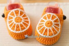 예쁜 아기신발 도안 : 네이버 블로그 Crochet Rug Patterns, Crochet Art, Cute Crochet, Crochet Baby Shoes, Crochet Baby Booties, Crochet Slippers, Newborn Outfits, Newborn Gifts, Make Your Own Shoes