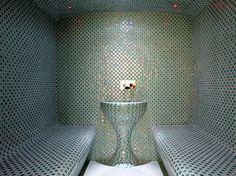 Hammam en mosaïque bleue design Steam Shower Cabin, Sauna Steam Room, Sauna Room, Sauna Design, Bath Design, Steam Bathroom, Spa Hammam, Room Design Images, Turkish Bath