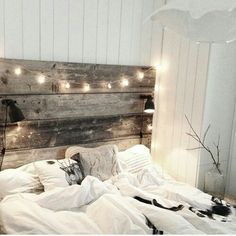 Bedroom is definitely one of the most important room at the home. Without the nice bedroom, you won't get quality sleep everyday. One way to decorate a comfortable and homey bedroom is by using these rustic bedroom ideas. Dream Bedroom, Home Bedroom, Modern Bedroom, Bedroom Decor, Bedroom Ideas, Headboard Ideas, Headboard Lights, Fall Bedroom, Diy Headboards