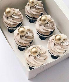 Elegant Cupcakes, Pretty Cupcakes, Beautiful Cupcakes, Cupcake Cake Designs, Cupcakes Design, Cupcake Cookies, Cake Decorating Techniques, Cake Decorating Tips, Cute Desserts