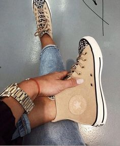 trendy sneakers best sneakers 2019 women's jeans and sneakers outfit sneakers sneakers for teen best sneakers 2020 best sneakers sneaker ideas Source by weintoitmag Ideas for teens Jeans And Sneakers Outfit, Sneakers Fashion, Fashion Shoes, Converse Shoes Outfit, Converse Fashion, Men Fashion, Fashion Ideas, Winter Fashion, Fashion Outfits
