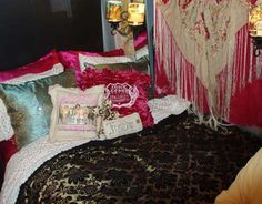 A Tour Bus Makeover with the Junk Gypsies - Country Living--So doing this to my bedroom