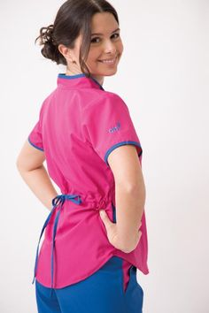 Jazmín Poly BIS fucsia con azul francia Medical Scrubs, Jack Black, School Uniform, Modest Fashion, Dress Patterns, Rain Jacket, Windbreaker, Coat, Samara