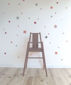 Adhesivos de estrellas de diferentes tamaños y colores. Ideales para dar un toque alegre a una habitación.