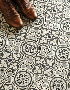 The Best Modern Encaustic Tiles On Everyone's Wishlist In 2018 Hall Tiles, Tiled Hallway, Decor Interior Design, Interior Decorating, Decorating Ideas, Hall Flooring, Black And White Tiles, Black White, Encaustic Tile