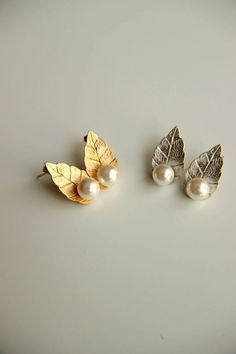Earrings:Gold and rhodium plated stud earrings with white pearls and leaves, weddind earrings, bridesmaid, bridal earrings