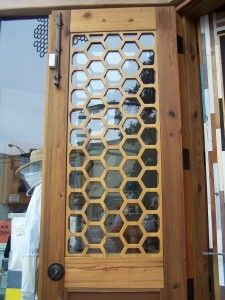 Eye For Design: Decorating With Bees. Bee House, Bee Art, Honeycomb Pattern, Bee Design, Kitchen Themes, Bee Happy, Save The Bees, Bees Knees, French Country Decorating