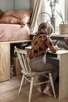 Self made plywood desk, Natural style kids room copyright 2018 Anna Malmberg