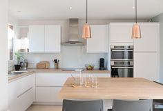 Un bol dair - Marion Lanoë Architecte dintérieur et décoratrice Lyon Kitchen Interior, Kitchen Inspirations, Small Kitchen, Kitchen Decor, New Kitchen, Kitchen Dining, Home Kitchens, Interior Room Decoration, Kitchen Renovation