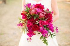 We love the combination of textures and tones in this gorgeous bouquet!