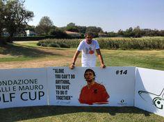 Johan #Cruyff buca #14 alla Vialli & Mauro ⛳️🏌👞  #Raimondi #raimondigolfshoes #golf #shoes #golfshoes #italianstyle #handmadeinitaly #italy #originali #madeinitaly #fondazionevialliemauro #insiemeperlasla #golfcup