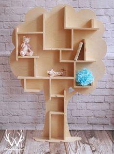 Big tree shelf - great idea for kids room! Cardboard Crafts, Wood Crafts, Diy Karton, Diy Home Decor, Room Decor, Wooden Shelves, Wood Shelf, Kids Furniture, Wood Projects