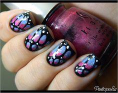 """Boa noite, amigas! :)  Primeiro deixa eu pedir uma gentileza pra vocês: por favor, não riam da minha """"nail art""""! hahahaha (já não basta eu rindo da minha cara!) hahaha  Sério, amigas, isso aí foi uma tentativa de fazer uma nail art que lembrasse as a http://weheartnails.com/"""
