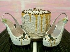 Shoe Bakery's Kicks Look Like Cake Ice Cream Shoes, Desert Shoes, Ice Cream Cookies, Cute Shoes, Awesome Shoes, Fake Food, Bakery Cakes, Pretty And Cute, Girls Dream