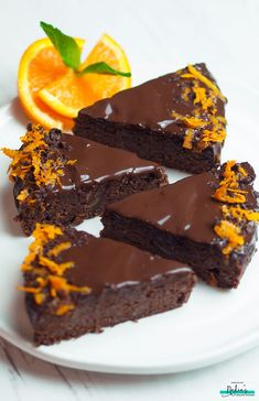 Vegan Gluten-free Chocolate Orange Cake Hubby and I are at a cafe in Spain trying to kill time until our flight back to the UK (which is in another eight hours! I was meant to… Vegan Treats, Vegan Desserts, Delicious Desserts, Dessert Recipes, Health Desserts, Dinner Recipes, Chocolate Orange, Vegan Chocolate, Chocolate Recipes
