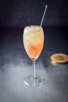 This is a classy and heavenly Night and Day cocktail recipe! It looks classy in your hand and the taste is simply heavenly! Champagne Cocktail, Cocktail Drinks, Cocktail Recipes, Cocktail Ideas, Refreshing Drinks, Summer Drinks, Bar Drinks, Alcoholic Drinks, Beverages