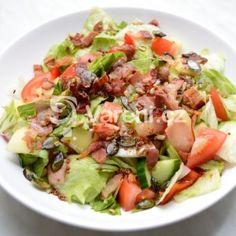Fotografie receptu: Zeleninový salát se slaninou Cobb Salad, Potato Salad, Potatoes, Ethnic Recipes, Food, Potato, Essen, Meals, Yemek
