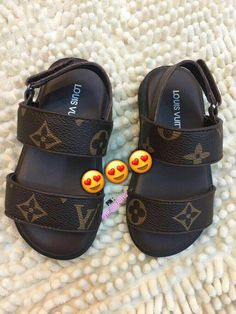 Kids Clothing Stores Near Me Cute Baby Shoes, Baby Girl Shoes, Cute Baby Girl, Cute Baby Clothes, Kid Shoes, Girls Shoes, Cute Babies, Toddler Boy Shoes, Outfits Niños