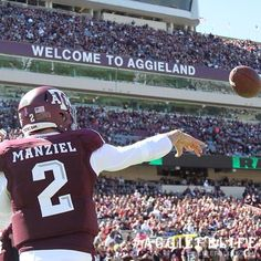 """Johnny Football"" is one of the most creative players that the NCAA has ever seen. His creativity was responsible for countless breath-taking plays throughout his career. College Football Teams, Nfl Football, Football Players, Baseball, Texas Longhorns Football, Johnny Manziel, Texas A&m, Visit Texas, Football Pictures"