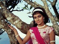 Bollywood Celebrities, Bollywood Actress, Asha Parekh, Hema Malini, Bollywood Outfits, Vintage India, Vintage Bollywood, Bollywood Stars, Beautiful Indian Actress