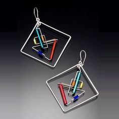 Unique jewelry that combines color, balance, geometry, and clean lines to create a light and contemporary look. Wire Crafts, Jewelry Crafts, Jewelry Art, Unique Jewelry, Jewellery, Wire Wrapped Earrings, Wire Earrings, Metal Jewelry, Beaded Jewelry