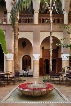 I love this calm courtyard with flowered fountain and natural colors / Gallery Villa Nomade - Riad Marrakech Morrocan Architecture, Islamic Architecture, Architecture Design, Moroccan Design, Moroccan Decor, Moroccan Style, Marrakesh, Riad Marrakech, Moroccan Garden