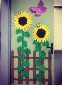 65 ideas spring door decorations classroom preschool paper flowers for 2019 Christmas Crafts For Toddlers, Toddler Crafts, Preschool Crafts, Crafts For Kids, Preschool Worksheets, School Board Decoration, School Door Decorations, Sun Crafts, Sunflower Crafts