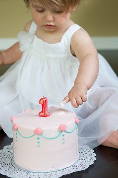 Want to set up a cake smash session for your baby's first birthday? Here's what I learned from my first one, on my own baby's first birthday. 1st Birthday Cake Smash, 1st Birthday Photos, Baby Girl First Birthday, Birthday Fun, First Birthday Parties, First Birthdays, Birthday Ideas, Birthday Celebration, Cake Smash Photos