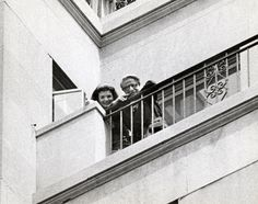 Jackie Kennedy Onassis And Aristotle Onassis Watching Parade On Avenue Stock Pictures, Royalty-free Photos & Images John Kennedy Jr, Caroline Kennedy, Jacqueline Kennedy Onassis, Doris Duke, Aristotle Onassis, Wedding People, Long Time Friends, 5th Avenue, Rare Photos