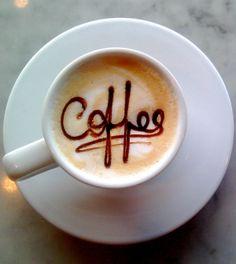 Is koffie gezond? Koffie of 'een lekker bakkie leut' gaat er bij de meeste Nederlanders wel in. Dit drankje is erg populair. Maar of het ook gezond is? Wij zochten het voor je uit! #koffie #gezond #ongezond