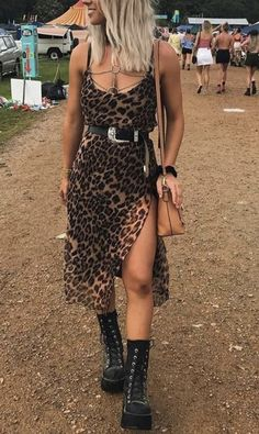 15 Trendy Coachella Looks To Rock At This Year's Festival - - Coachella outfits you'll love! The most important part of Coachella is planning the right outfits! Here are 15 Trendy Coachella looks! Edgy Outfits, Mode Outfits, Dress Outfits, Fashion Outfits, Slip Dress Outfit, Slip Dresses, Maxi Dresses, Rock Chic Outfits, Ibiza Outfits