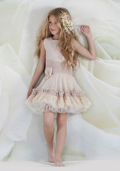 cap-ras - Google Search Cute Girl Dresses, Cute Girl Outfits, Classy Outfits, Pretty Outfits, Kids Outfits, Flower Girl Dresses, Flower Girls, Tween Fashion, Baby Girl Fashion