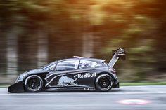 Peugeot hat den 208 T16 vor dem großen Pikes Peak-Rennen getestet. Rallye-Profi Sébastien Loeb war mit dem Gipfelstürmer am Mont Ventoux in Südfrankreich unterwegs und traf auf einen alten Bekannten.