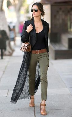 Celebrity Style and Fashion Tips - Today's Style Secret for Harper's BAZAAR # Casual Outfits jeans olive skinnies Jennifer Garner Found the Perfect Fall Jacket Star Fashion, Look Fashion, Fashion Models, Autumn Fashion, Fashion Bloggers, Celebrities Fashion, Edgy Chic Fashion, Rocker Chic Fashion, Petite Fashion