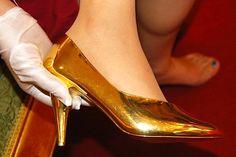 High-Heels aus 680 Gramm Gold vorgestellt