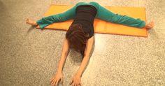 身体の硬い人でも必ず開脚ができるようになるストレッチ法がすごい! - まぐまぐニュース! Home Health, Health Care, Stretches For Legs, Yoga Fitness, Health Fitness, Muscle Training, Body Makeup, Face And Body, Massage