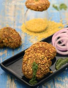 A teaspoon of oil can create wonders, when the other ingredients are perfectly chosen – and this Moong Dal Seekh Kebab is a perfect example of this art. Did you ever imagine preparing crispy, succulent kebabs using such little oil? Well, see for yourself how the marvelous mix of moong dal and paneer with ragi flour and spices lends itself to the preparation of tasty, protein-packed kebabs that please the palate and maintain your bones cells! Serve these kebabs with mint and coriander…
