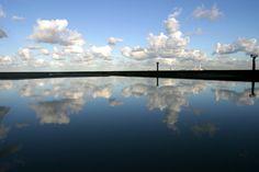 An exhibition where photographic fiction is another mirror on water, at reflection of seashore, in Normandy. Une exposition où la fiction photographique est un autre miroir sur l'eau, aux reflet du rivage normand.