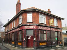 The Mars, Landport, was built in 1923 and designed by A E Cogswell. It is incongruously surrounded by council flats. Portsmouth Pubs, Portsmouth England, Brittany Ferries, Central Mosque, Hampshire Uk, Lake Garden, Places In England, Hms Victory, British Pub