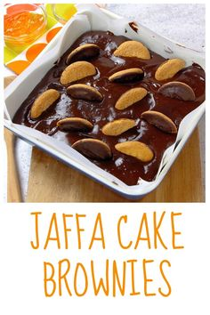 These Jaffa Cake brownies are so delicious you'll definitely want more than one slice. Tray Bake Recipes, Brownie Recipes, Baking Recipes, Cake Recipes, Dessert Recipes, Jaffa Kuchen, Brownie Cake, Cake Brownies, Biscuits