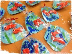 Bag of goldfish Ocean Animal Crafts, Animal Crafts For Kids, Art For Kids, Sea Crafts, Diy And Crafts, Paper Crafts, Summer Crafts, Fall Crafts, Rainbow Fish Crafts