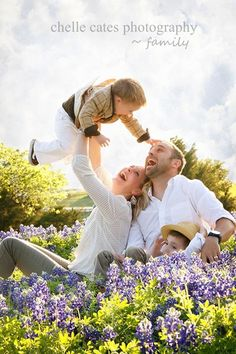 LOVE this family pic in the bluebonnets from Chelle Cates Photography!