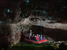 Ontdek grotten met glimwormen en een Hobbit landschap tijdens deze Nieuw-Zeeland reis Waitomo bouwsteen van Riksja Nieuw-Zeeland. Bouw je eigen ideale reis.