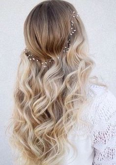 Cheveux long : soft curls and pearls… Wedding Hair And Makeup, Hair Makeup, Wedding Hair Blonde, Makeup Hairstyle, Prom Makeup, Bridal Makeup, Pretty Hairstyles, Wedding Hairstyles, Perfect Hairstyle