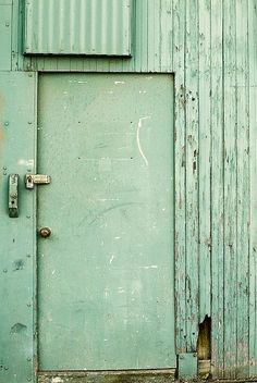 I love, love, love vintage-looking turquoise painted wood!