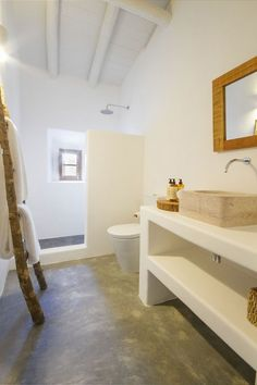 Image 41 of 56 from gallery of Casas Caiadas / Pereira Miguel Arquitectos. Photograph by Rute Raposo Bad Inspiration, Bathroom Inspiration, Bathroom Interior, Cheap Home Decor, Home Remodeling, Sweet Home, New Homes, House Ideas, House Design