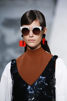 Schwarz, Weiß & Rost, Marni Spring 2016 Ready-to-Wear Fashion Show Details Fashion Details, Look Fashion, High Fashion, Fashion Show, Fashion Design, 2016 Fashion Trends, Fashion Week, Runway Fashion, Womens Fashion