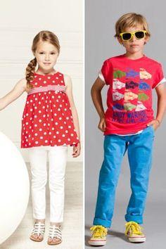 sélection de vêtements d'été pour enfants.