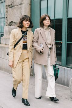The best street style from New York Fashion Week Fall 2018 Street Style Blog, Street Style Trends, Mode Outfits, Fashion Outfits, Womens Fashion, Fashion Trends, Fashion Lookbook, Street Outfit, Street Wear