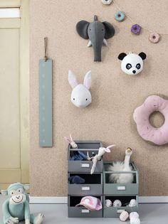 Deze leukegebreide dierenkop uit de dierenboel collectie van Kidsdepot staat heel leuk in de kinderkamer of aan de muur in de speelhoek van de kinderen.Dit...